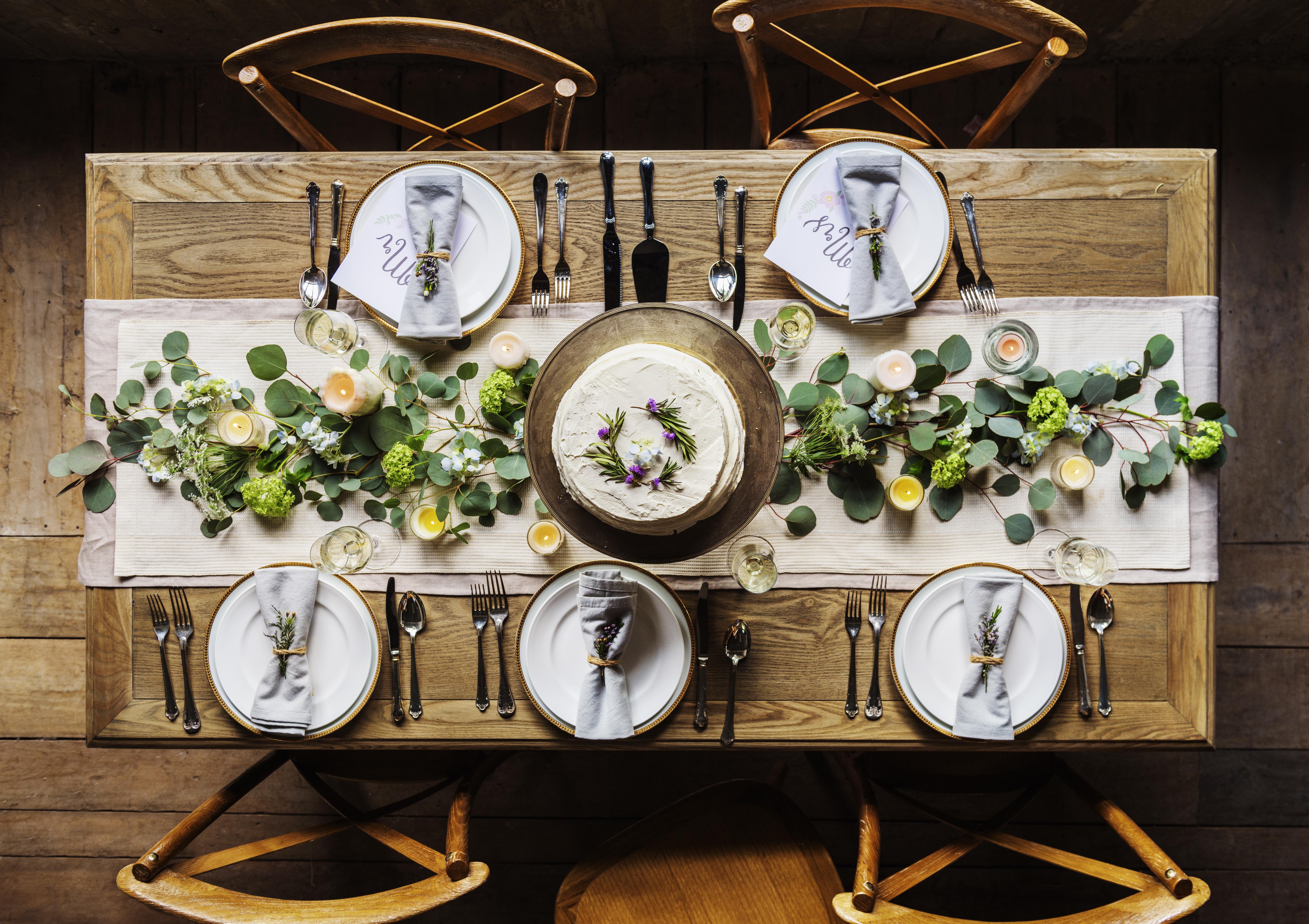 Elegant Restaurant Table Setting Service for Reception